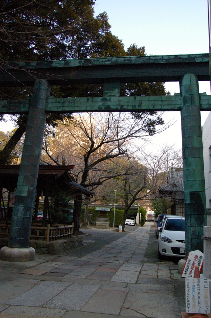 The torii in front of the Nagoya Tosho-gu Shrine